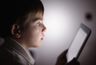 Ξέρετε τι κάνει το παιδί σας στο Ίντερνετ ;